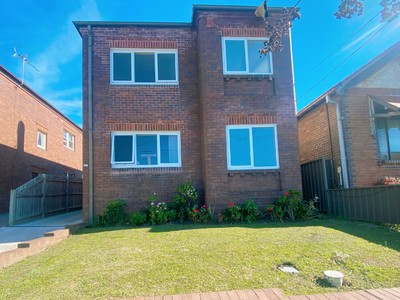 Fully renovated 2-3 bedroom with separate rear  access