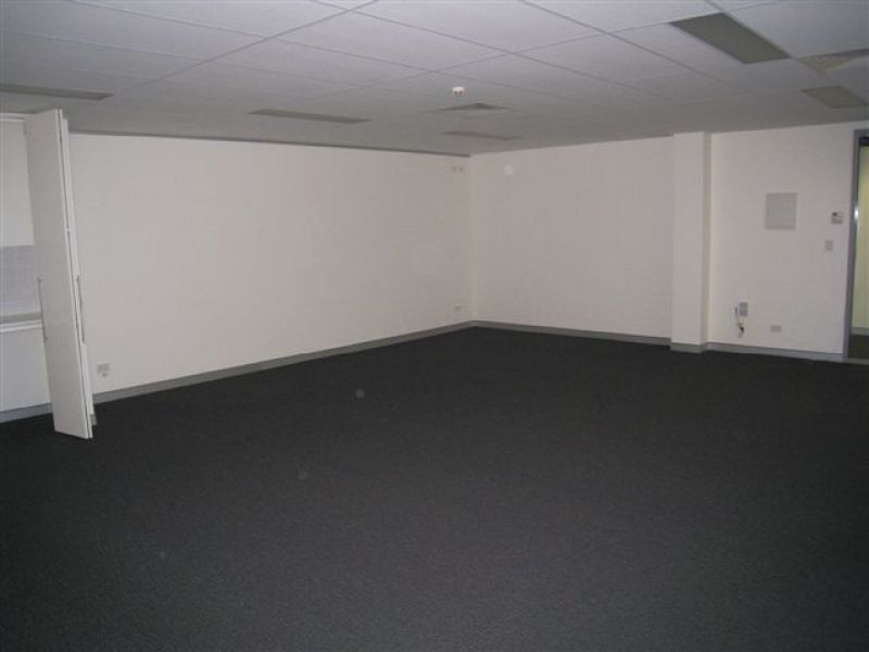AFFORDABLE OFFICE SPACE IN PROFESSIONAL BUILDING !