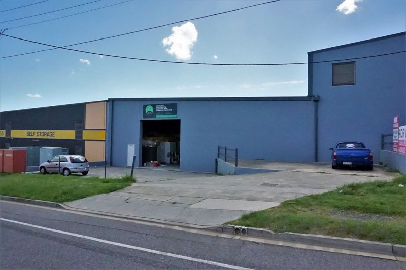 For Lease: 450sqm* WELL EXPOSED WAREHOUSE