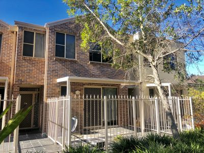 AMBERLY GARDENS. BEAUTIFUL 3 BEDROOM TOWNHOUSE