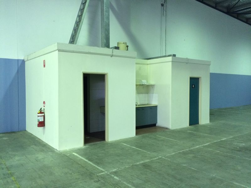 BEST LARGE SECURE WAREHOUSE WITH AWESOME ACCESS!!
