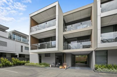 TRIPLE STOREY TOWNHOUSE WITH LUXURIOUS SPACES!