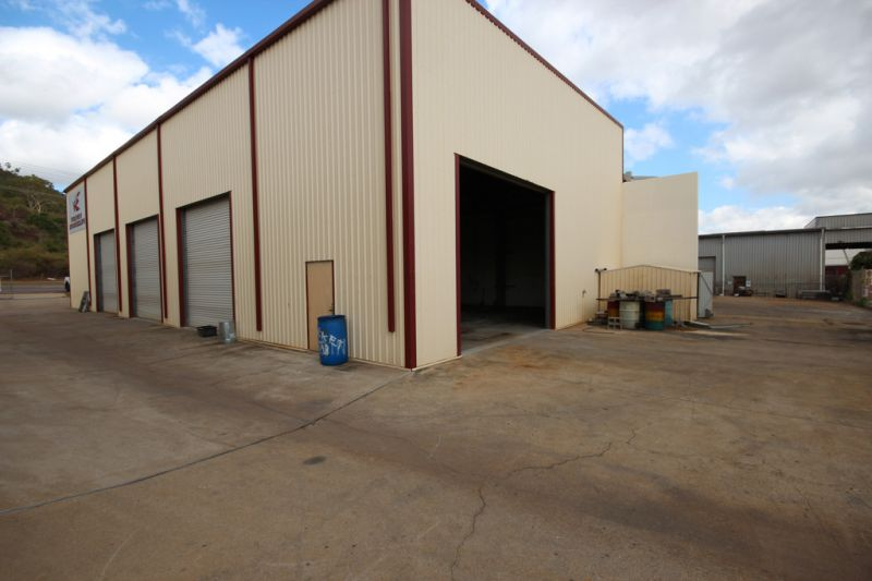 High Clearance Interjoined Industrial Workshops