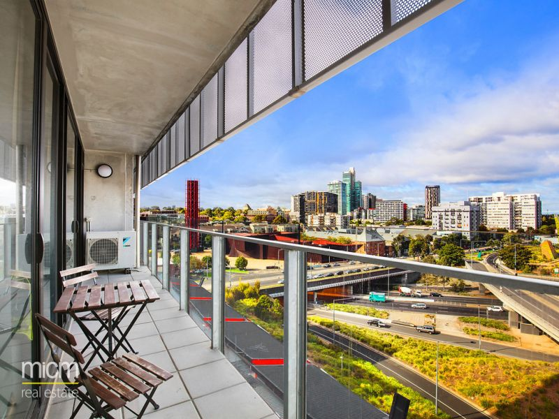 Vibrant City-Edge Living with Commanding Views