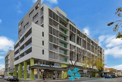 SUN-DRENCHED EXECUTIVE ONE BEDROOM IN LANDMARK '222' SECURITY COMPLEX