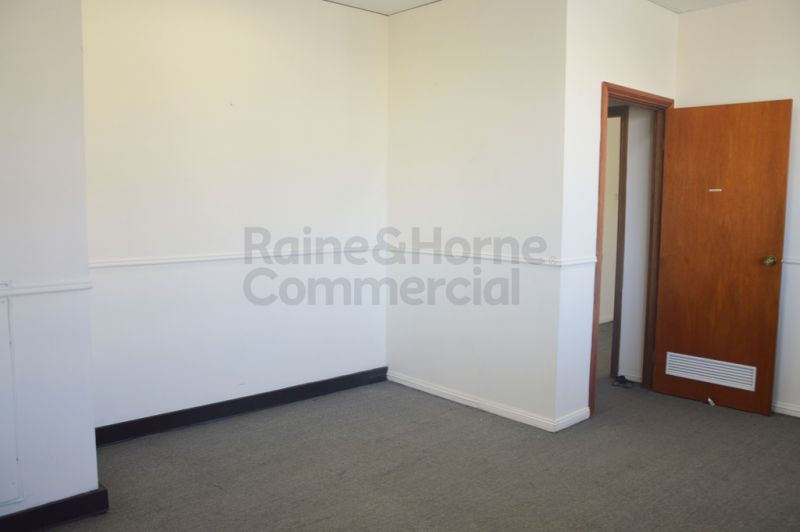 WELL PRESENTED OFFICE SUITE IN EXCELLENT LOCATION!