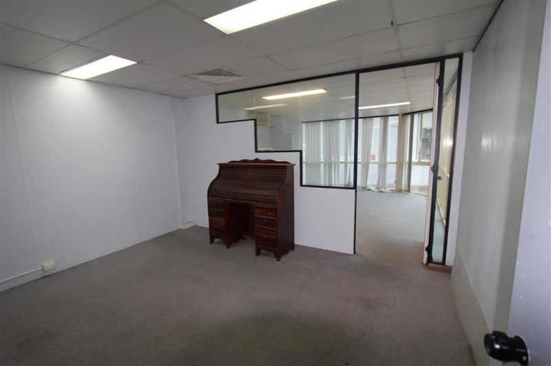 WAREHOUSE/BUSINESS UNIT IN HIGHLY SOUGHT AFTER COMPLEX!