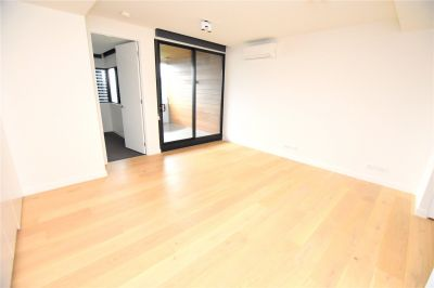 Spacious One Bedroom Apartment With Everything At Doorstep!