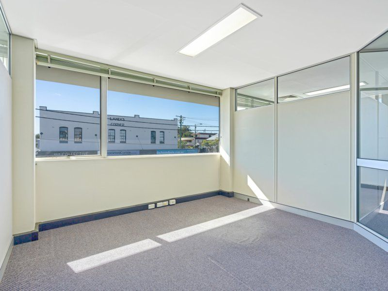 317sqm Office/Showroom. 6 Car Spaces For Free