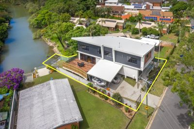 Stunning Contemporary Home in the Ultimate Lifestyle Location