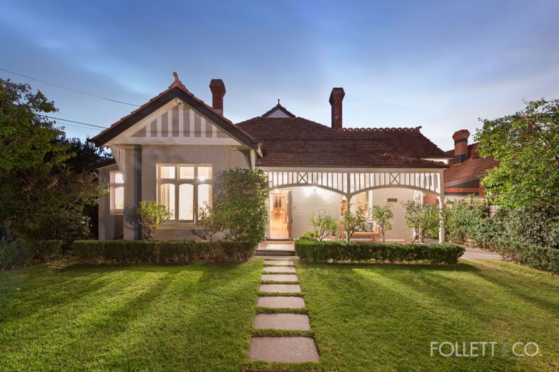 An Exceptional Period Jewel with Stunning Peace and Privacy