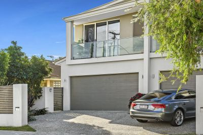 Large Townhouse walking distance to The Broadwater
