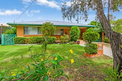 Great Little Renovator - Walking Distance to Broadwater, Park and Shops!