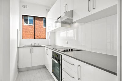 Centrally located modern apartment with brand new floorboards