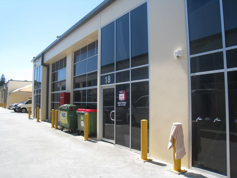 COMPACT INDUSTRIAL UNIT WITH DA APPROVED MEZZANINE