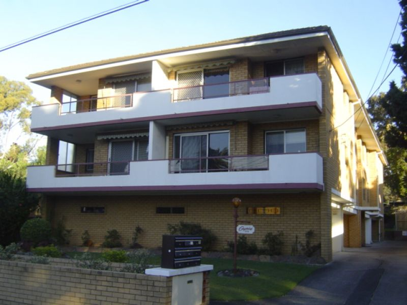 A Delightfully Renovated Unit With Convenient location.