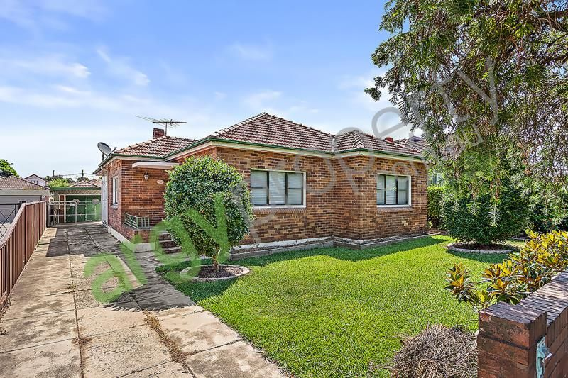 Spacious Centrally Located 3 Bedroom Family Home