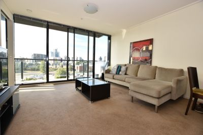 Fully Furnished 2 bedroom apartment with 2 balconies!