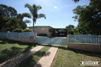 SOLID FAMILY HOME - HUGE BLOCK - BACK ACCESS
