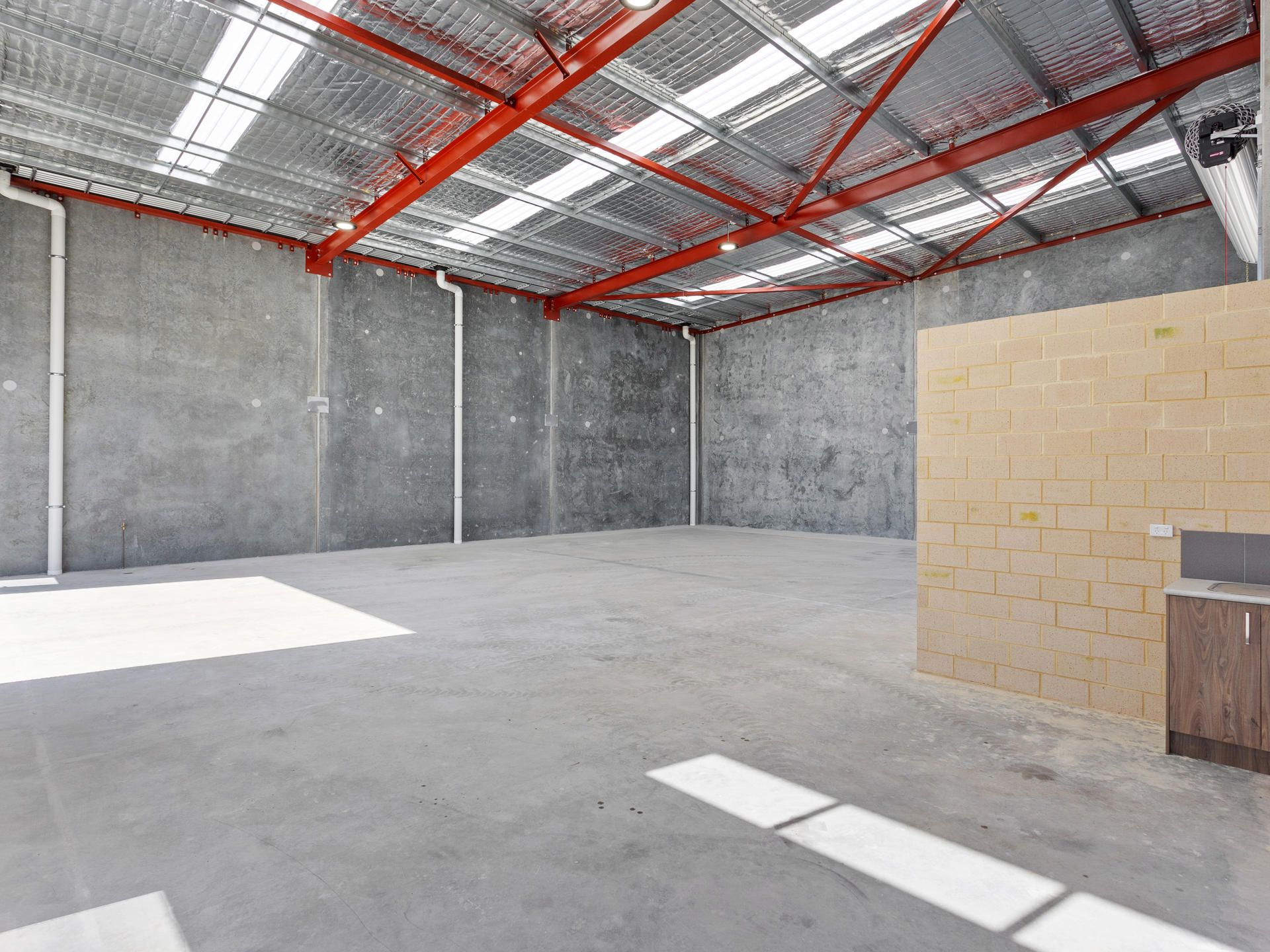 NEW OFFICE / WAREHOUSE WITH SEPARATE ACCESS & PARKING