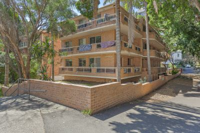 Move straigt into this central Kogarah Home