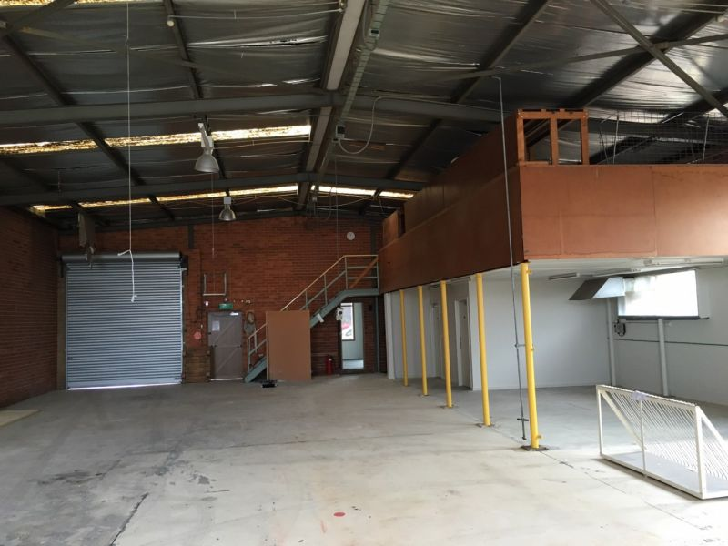 FREE-STANDING OFFICE/WAREHOUSE WITH REAR YARD