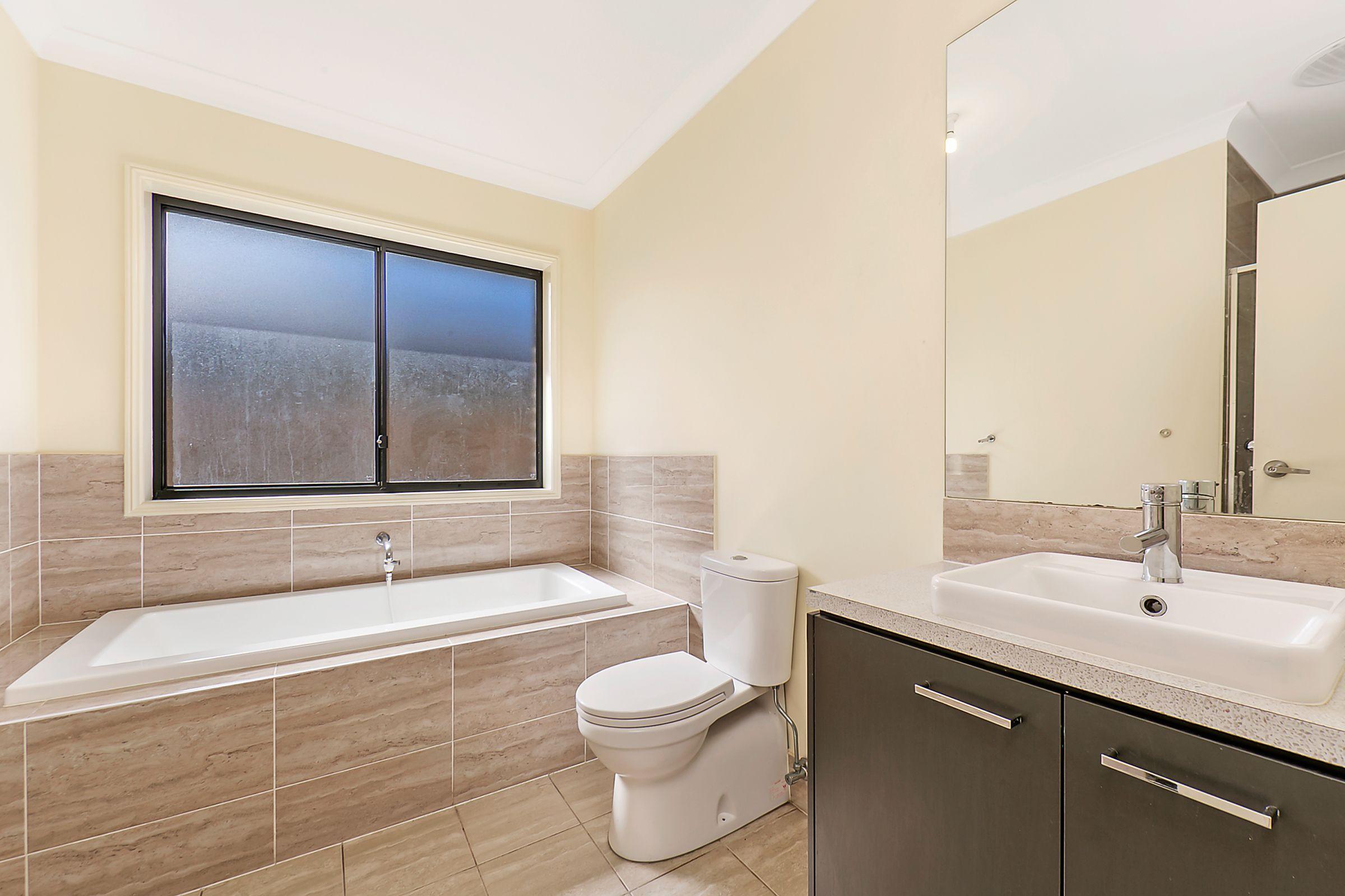 31 Burringoa Crescent, Colebee NSW 2761