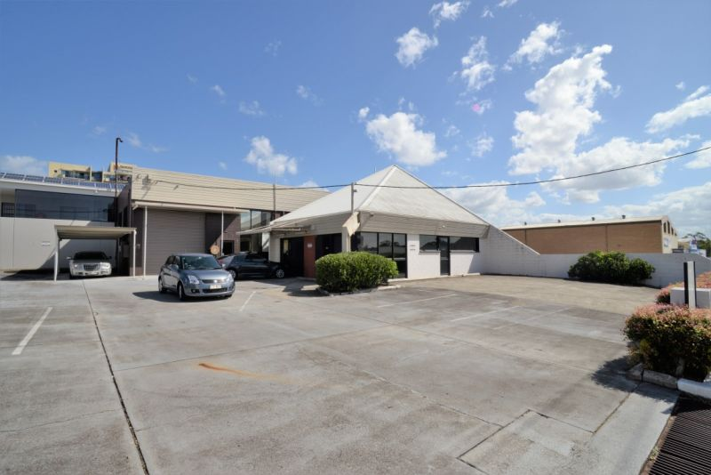 PRICE REDUCED - Warehouse/ Showroom in Central Springwood Hub