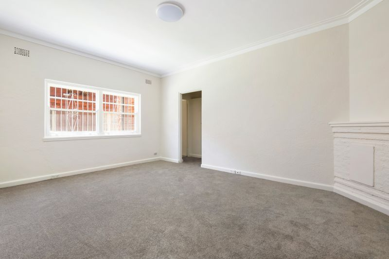 Bright 2 Bedroom Apartment with Sunroom and Brand New Kitchen