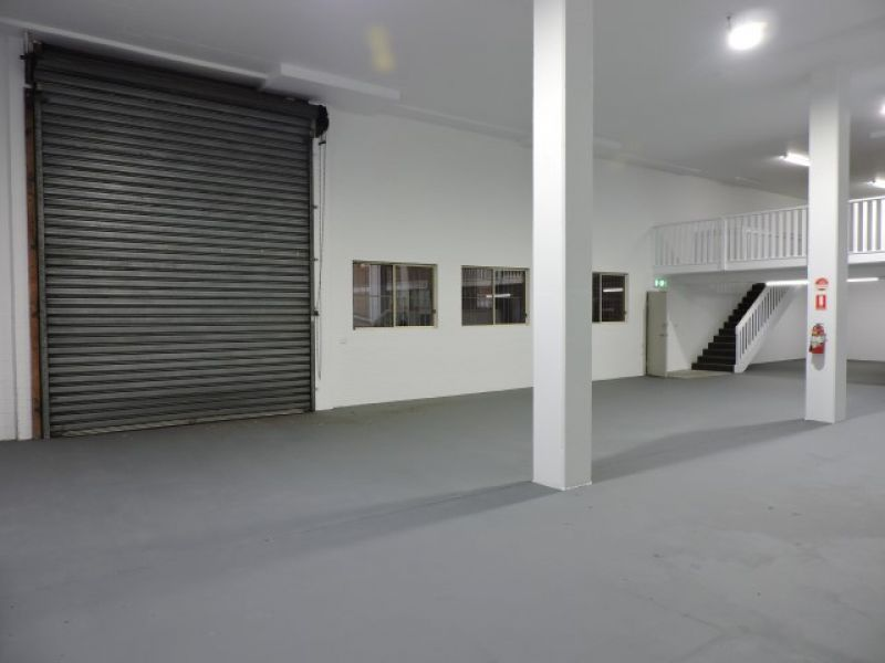 FANTASTIC FUNCTIONAL OFFICE / WAREHOUSE SPACE!