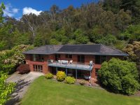 Large 5 Bedroom Family Home on 1 ¾ acres