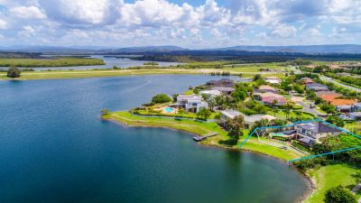 Outstanding Waterfront Home - 976M2 Block
