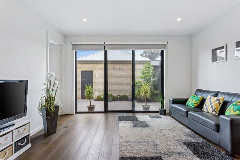 For Sale By Owner: 25 Havenlea Lane, Cairnlea, VIC 3023
