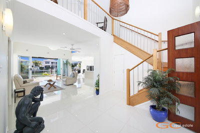 LARGE NORTH FACING WATERFRONT RESIDENCE