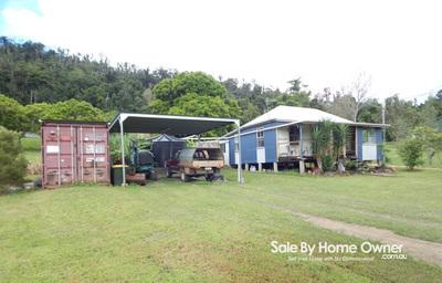 One bedroom Queenslander cottage & garage on 23 acres
