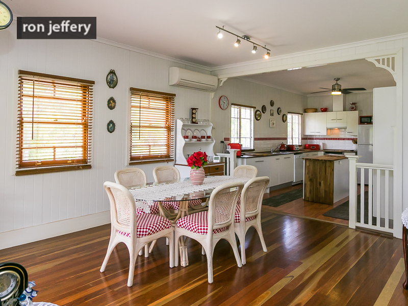 PRETTY AS A PICTURE  -  PERIOD HOME FOR LEASE!