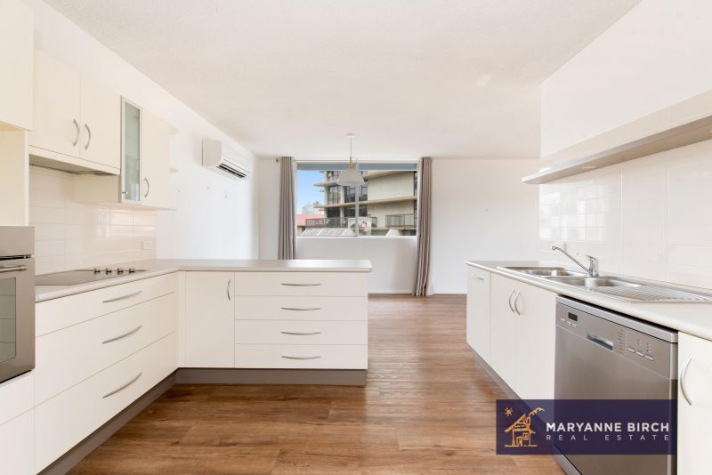Spacious, 3 Bedroom Apartment with Remote Lock Up Garage!!!