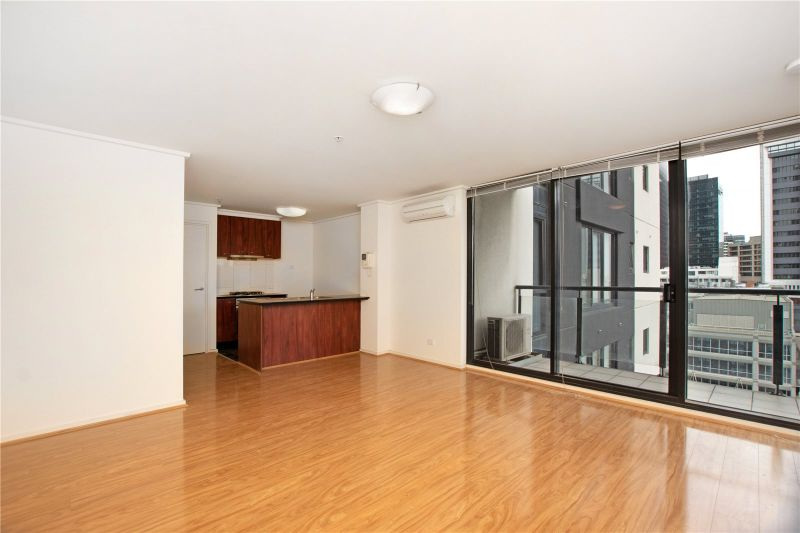 Spacious Renovated One Bedroom Apartment in the Heart of Melbourne!