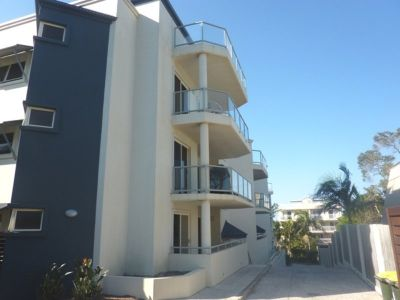 Furnished apartment one street from the beach