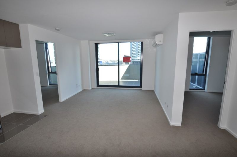 Mainpoint: 10th Floor - Don't Wait To Inspect This Stunning Property!