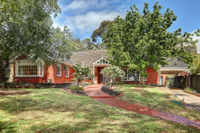 Classic Colonial Style Residence Set On  Aprox. 1060 sqm Land