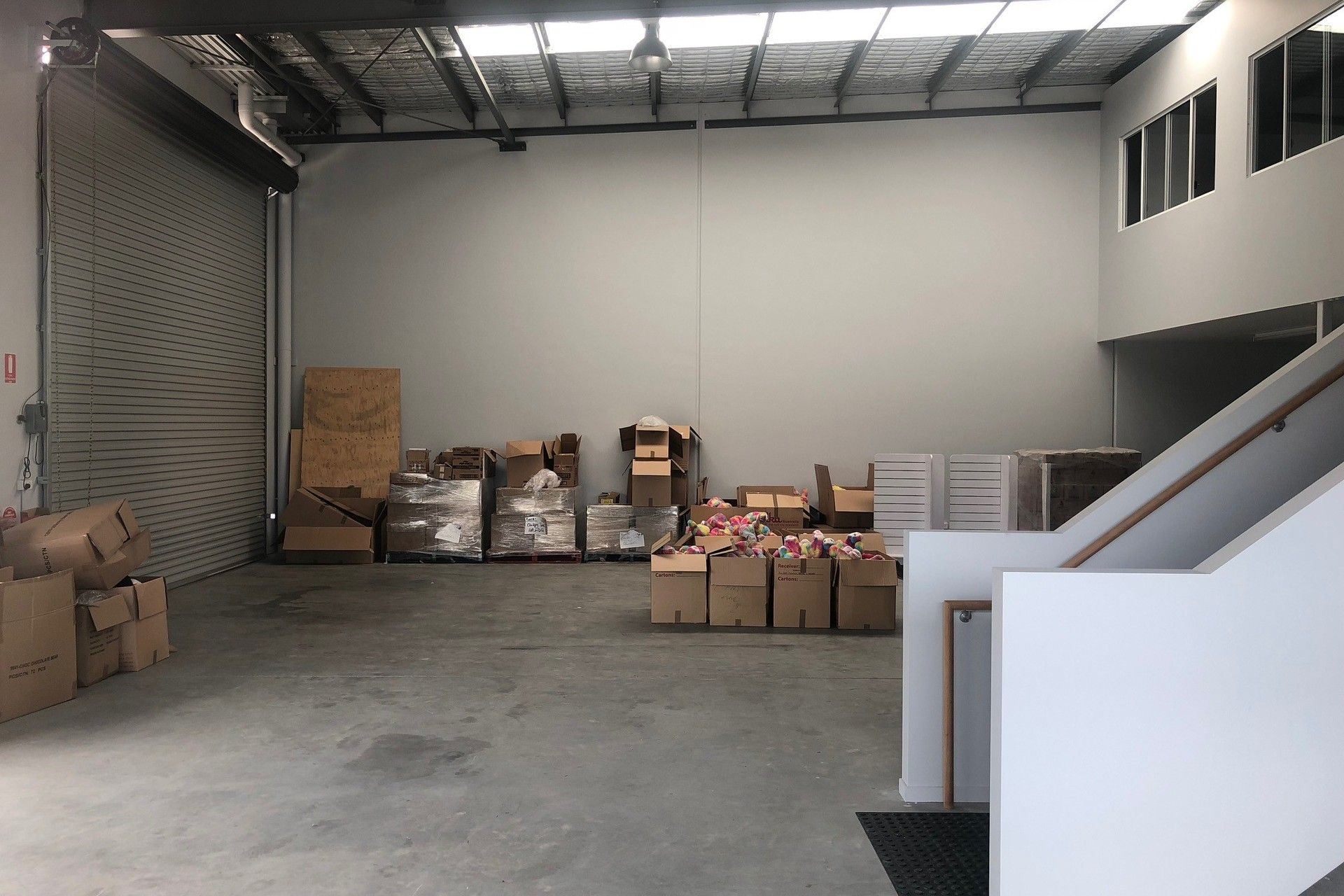 SHOWROOM / WAREHOUSE WITH ALL THE BELLS AND WHISTLES