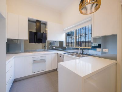 IMMACULATE, MODERN, COMPLETELY RENOVATED DUPLEX