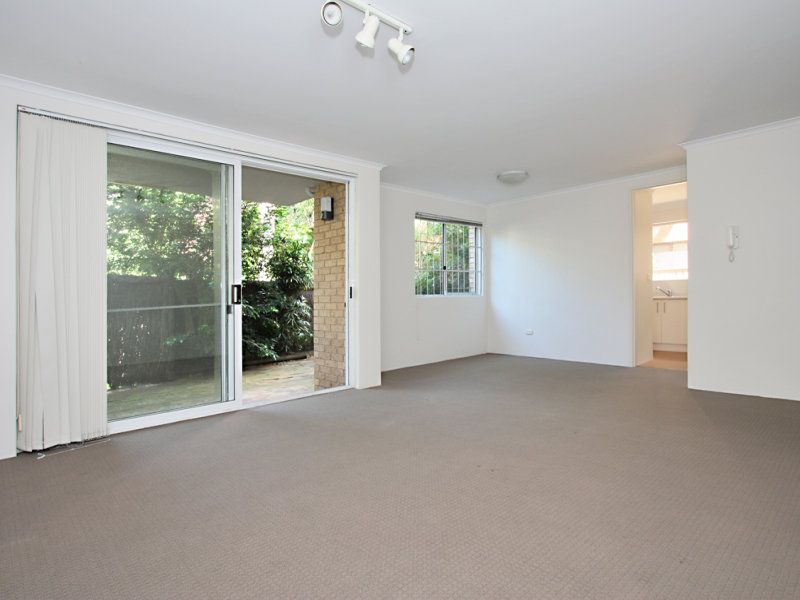 LARGE APT WITH REAR COURTYARD IN SECURE BLOCK +GARAGE