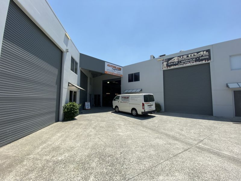 108SQM* CENTRAL BURLEIGH FACTORY + 30SQM* STORAGE MEZZ