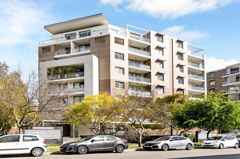 Huge Park-side Apartment - 102 sqm