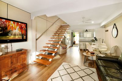 Townhouse in the Heart of Surfers!