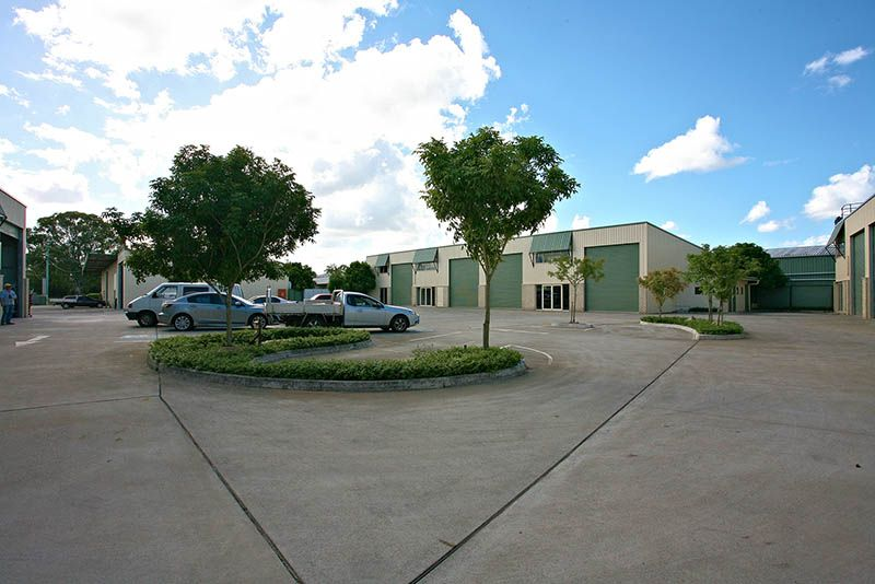 225M2* CLEAR SPAN WAREHOUSE WITH AIR CONDITIONED OFFICE