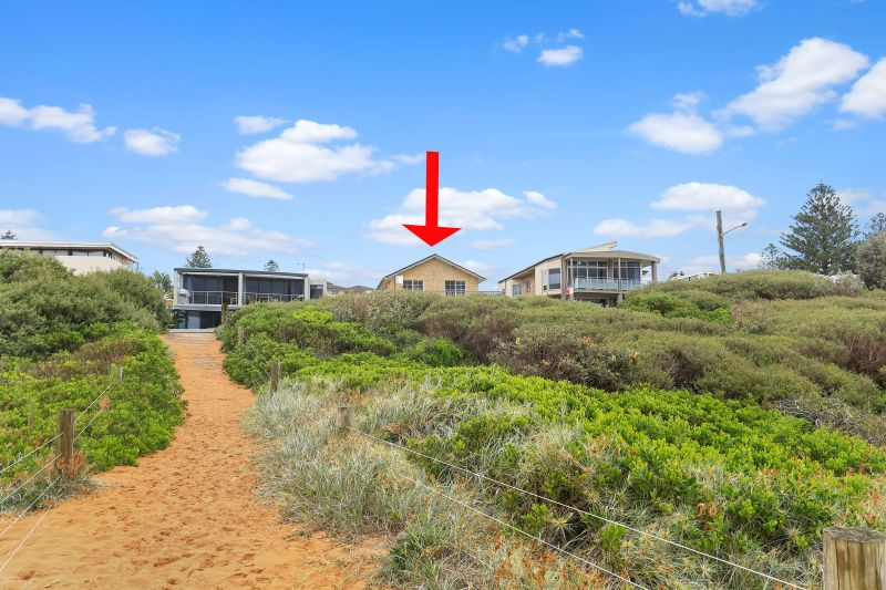 SURFS UP - 3 BEDROOM TOWN HOUSE ACROSS THE ROAD FROM THE BEACH!