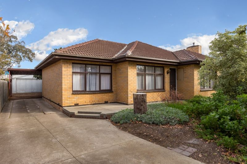 Delightful 3 bedroom family home in Seaside Suburb